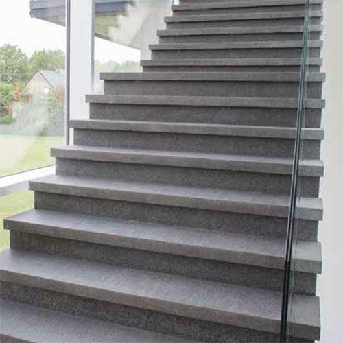 Waarop letten bij het kiezen van een trap in natuursteen?